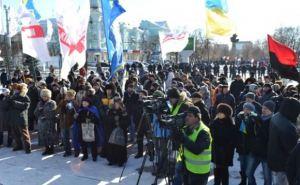 В Луганске участники Антимайдана напали на журналистов (фото)