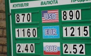 Доллар сбавил обороты до 8,9 грн.