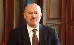 Луганская милиция защищает административные здания от нападений. —Владимир Гуславский