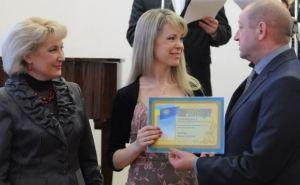 Преподаватели и студенты академии культуры получили стипендии Луганского облсовета