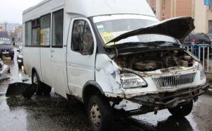 Масштабное ДТП в центре Луганска с участием маршрутки парализовало движение (фото)