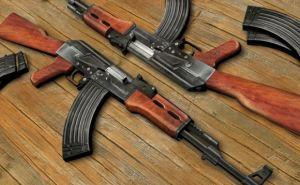 Трое граждан из захваченного здания СБУ в Луганске добровольно сдали оружие