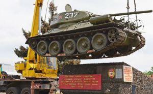 Луганский танк Т-34 вернули на постамент (фото)