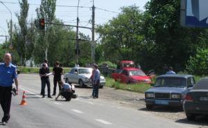 Появились фотографии с блокпоста в Луганске, на котором обстреляли автомобиль