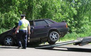 На Луганщине водитель машины врезался в дерево. Есть жертвы (фото)