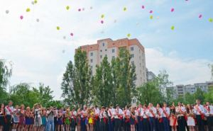 В Луганске отпраздновали последний звонок (фото)