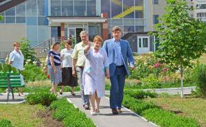 Мэр Луганска проверил, как работает детская больница №2