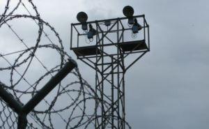 На Луганщине вооруженные люди напали на исправительную колонию. 8 заключенных сбежали