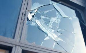 Выбиты окна, аудитории посечены осколками: в Луганске под артобстрел попало отделение колледжа