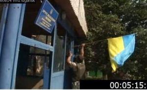 На одно из отделений милиции в Луганске повесили флаг Украины (фото)