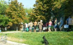 Люди ходят унылой цепочкой по всему городу. —Рассказ о поездке в Луганск