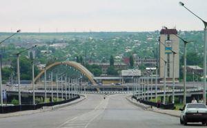 Битые стекла, оборванные провода и посеченные гусеницами дороги. —Поездка в Луганск