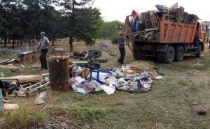 Разрушенный Луганск: территория возле здания СБУ (фото)