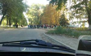 Люди занимают очередь за водой в три ночи. —Житель Луганска о ситуации в городе