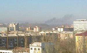 В стороне Донецкого аэропорта виднеется черный дым, в городе не смолкают взрывы (фото)