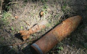 В Горском Луганской области на территорию школы упал снаряд