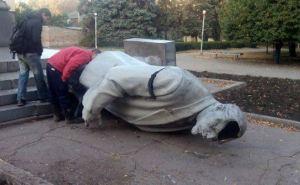 В Украине за ночь убрали четыре Ленина