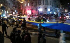 В годовщину Евромайдана в Харькове развернули стометровый флаг Украины