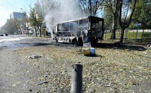 В Донецке снаряд попал в пассажирский автобус. Есть погибшие и раненые