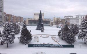 Улицы Луганска украшают в преддверии новогодних праздников