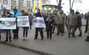 Харьковские активисты хотели отправить в мусорный бак директора Департамента жилищного хозяйства