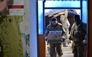 Москаль привез в Троицкое гуманитарку и пообещал восстановить автобусное сообщение (фото)