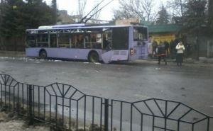 Последствия обстрела троллейбуса и остановки в Донецке (фото)