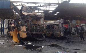 Последствия обстрела автостанции «Центр» в Донецке (фото)