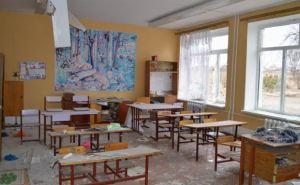 Учебный год в одном из сел Луганской области не начнется. Из-за обстрелов разрушена школа (фото)