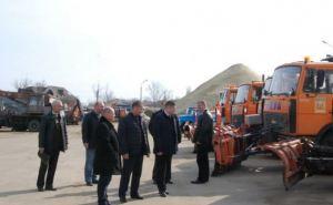 Коммунальщики наводят порядок на улицах Луганска