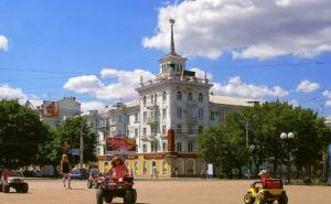 В Луганске активно наводят порядок в городских скверах