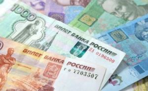 В самопровозглашенной ЛНР образовался дефицит мелких купюр рубля, доллара и евро