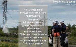 В Горловке продолжается ремонт поврежденного обстрелами водопровода (фото)