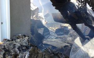 В Станице Луганской в результате обстрела сгорело три дома и машина (фото)