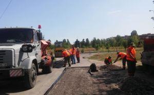 В Донецке ремонтируют внутриквартальные дороги (фото, видео)