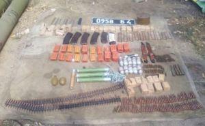 В Луганской области на бывшей базе добровольческого батальона нашли арсенал оружия