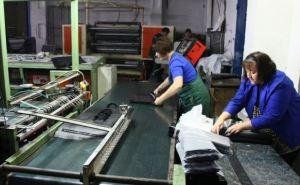 Луганский завод «Полипласт» заработал после года восстановительных работ (фото)