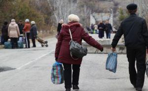 Возле пункта пропуска в Станице Луганской очередь: 300 человек ждут оформления