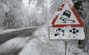 В ЛНР в преддверии зимы обследовали дороги и установили дополнительные знаки
