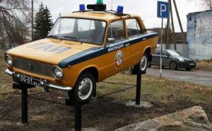 В Луганске установили памятник в виде «копейки» (фото)
