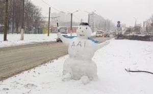 В Харькове слепили гаишника из снега