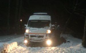 Харьковские спасатели освободили из снежных заносов 16 машин скорой помощи (фото, видео)