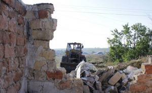 В Луганске восстанавливают дома, пострадавшие от обстрелов
