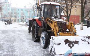 В Луганске ежедневно убирают снег 16 единиц спецтехники