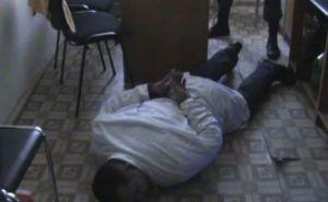 В Луганске на взятке поймали двоих преподавателей медицинского университета (фото)
