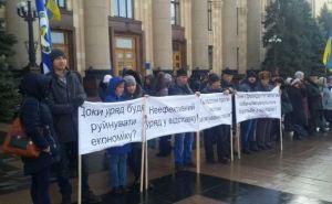 В Харькове на площади Свободы требуют отставки Яценюка