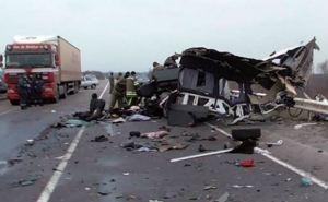 Микроавтобус «Луганск— Киев» попал в ДТП. Погибли 8 человек, еще 5 ранены (фото)