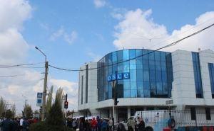 В Луганске пикетируют офис ОБСЕ