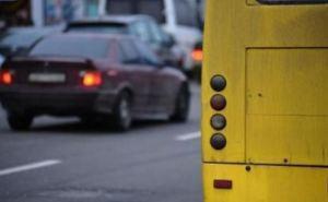 В Лисичанске двое детей выпали из маршрутки во время движения