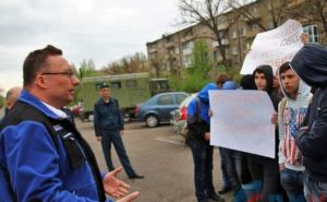 Подробности митинга возле офиса ОБСЕ в Луганске (фото)